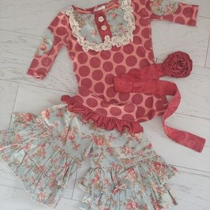 Persnickety top pants & rosette belt